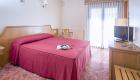 habitacion doble adaptada cama de matrimonio hotel chane